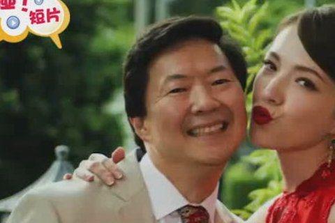 終於可以看到許瑋甯在「新菜鳥移民」的演出了好像還和老周親親.....真的假的?!