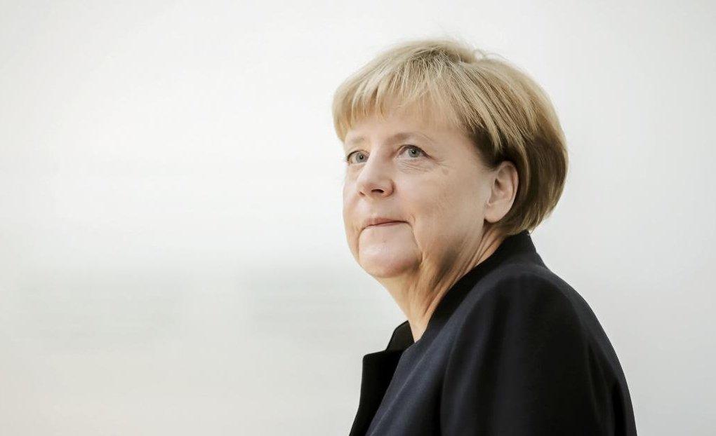 在敘利亞難民危機屆滿一周年之際,持開放政策的德國總理梅克爾鬆口承認,德國的難民政...