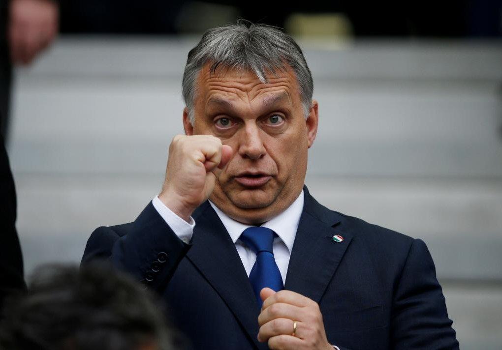 「匈牙利!衝!衝!衝!」,在最後一刻匈牙利總理奧班將了梅克爾一軍,順著難民的意願...
