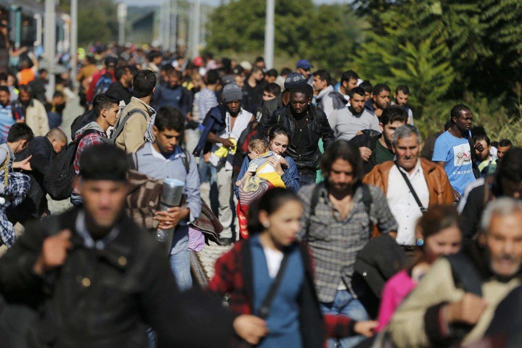 德國聯邦移難民局的內部文件遭到外流,德國正準備收容敘利亞戰爭難民的消息提前曝光。...