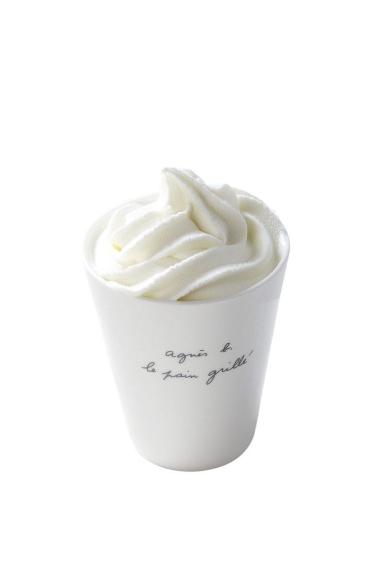 奶油甜酒拿鐵咖啡。圖/b. YOURSELF CAFÉ提供