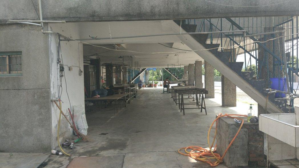 屏東萬巒赤山菜市場前的廣場被王姓地主封起,要求社區提高租金或將地買下。記者林良齊...