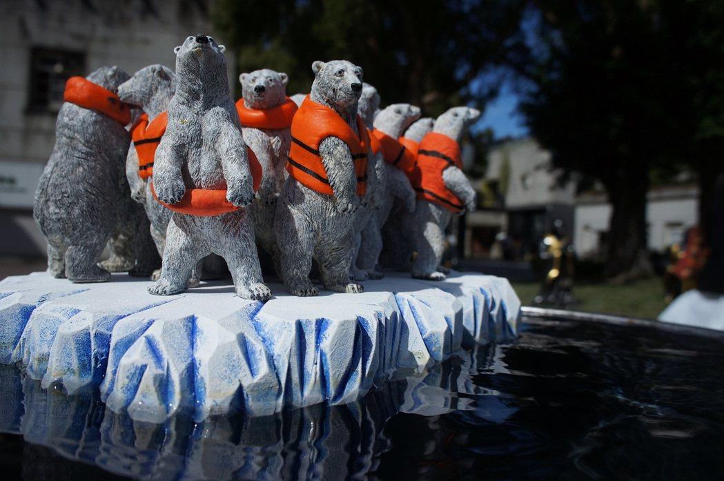 藝術家黃瑞芳作品「囚徒困境的北極熊」即日起在華山文創園區展出。圖/師大環境教育研...