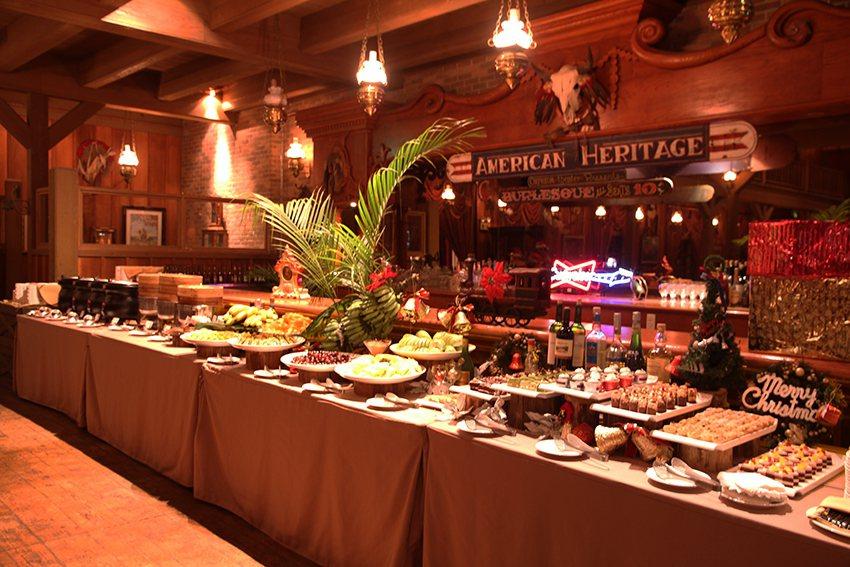 美國大西部牛排館提供Buffet做為尾牙菜色。圖/六福村提供