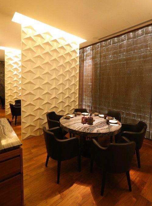 但馬家涮涮鍋內部裝潢由日本設計師橋本夕紀夫設計。記者陳立凱/攝影