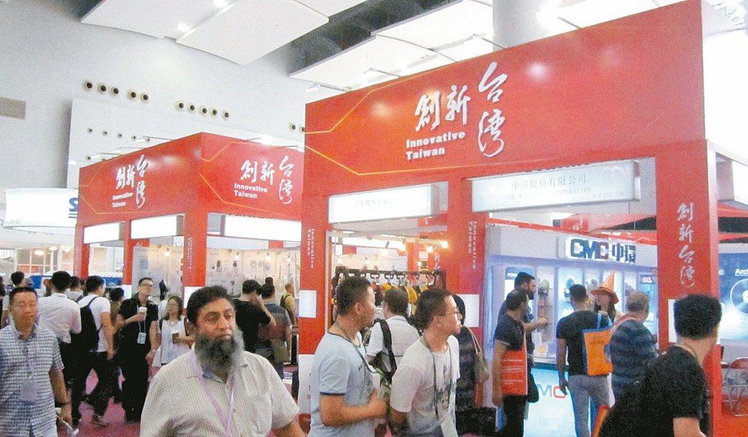參觀廣交會台灣館的人潮。 圖/貿協提供
