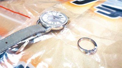 林姓女子(右)騙想婚的呂女交錢,用來買鑽戒和手表。 記者林保光/攝影