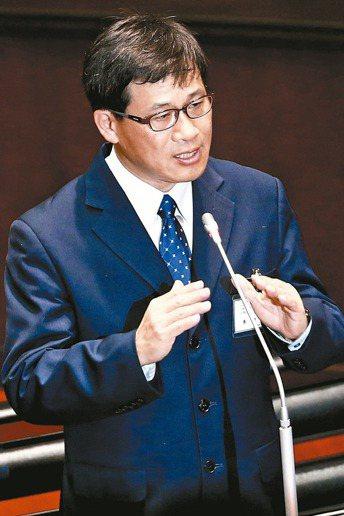 大法官被提名人黃瑞明昨在立法院備詢時,明白表達力挺同性婚姻的立場。 記者王騰毅/...