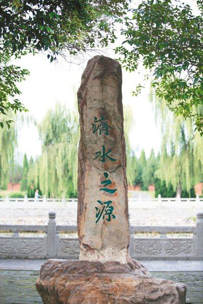 濟瀆廟建築年代從宋、元到明、清不等,稱得上是一座古建築博物館。
