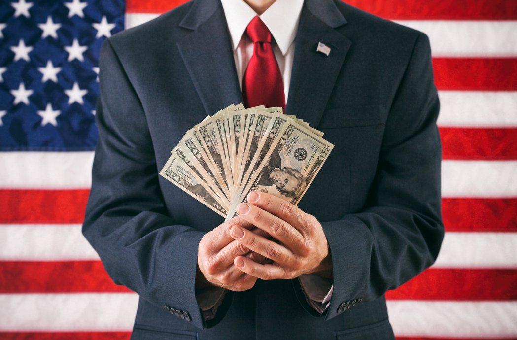 少數資本雄厚的人士以大額金錢贊助候選人,甚至也有可能與候選人共同制定選戰策略或設...