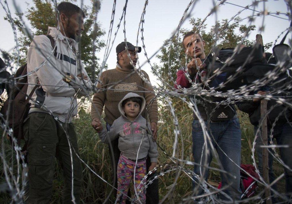 在難民離開匈牙利前往德奧兩國後,匈牙利政府隨即宣布關閉邊境。 圖/美聯社