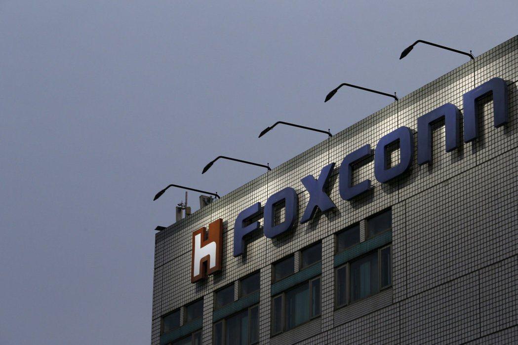 日經新聞:鴻海將跨足晶片市場。(路透)