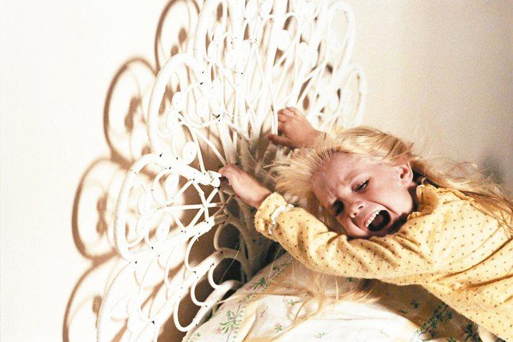 「鬼哭神號」女童星海瑟歐魯克在第3集未上映前已因病去世。 圖/摘自imdb