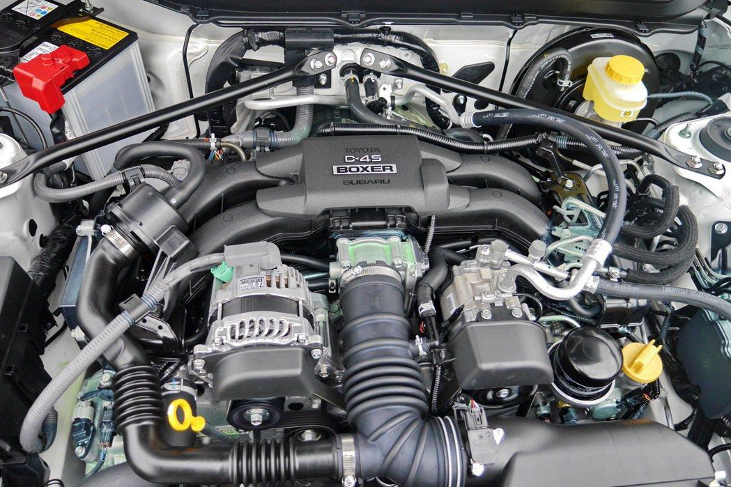 與雙生車BRZ相同的2.0升水平對臥4缸引擎。 記者陳威任/攝影