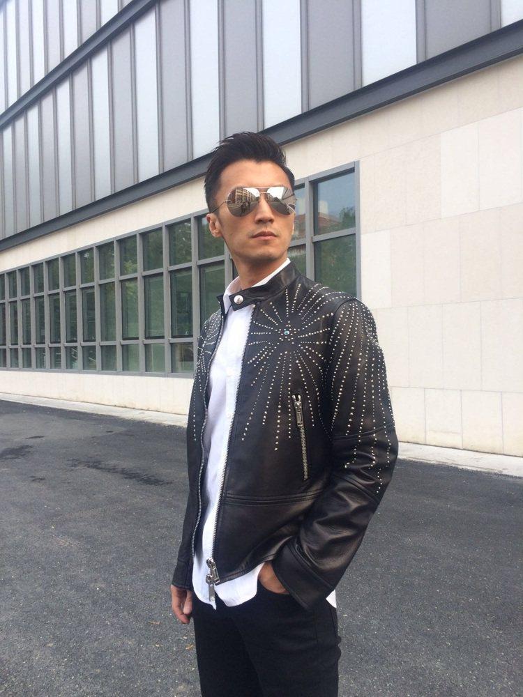 謝霆鋒在電影活動中身穿VALENTINO皮革外套。圖/VALENTINO提供