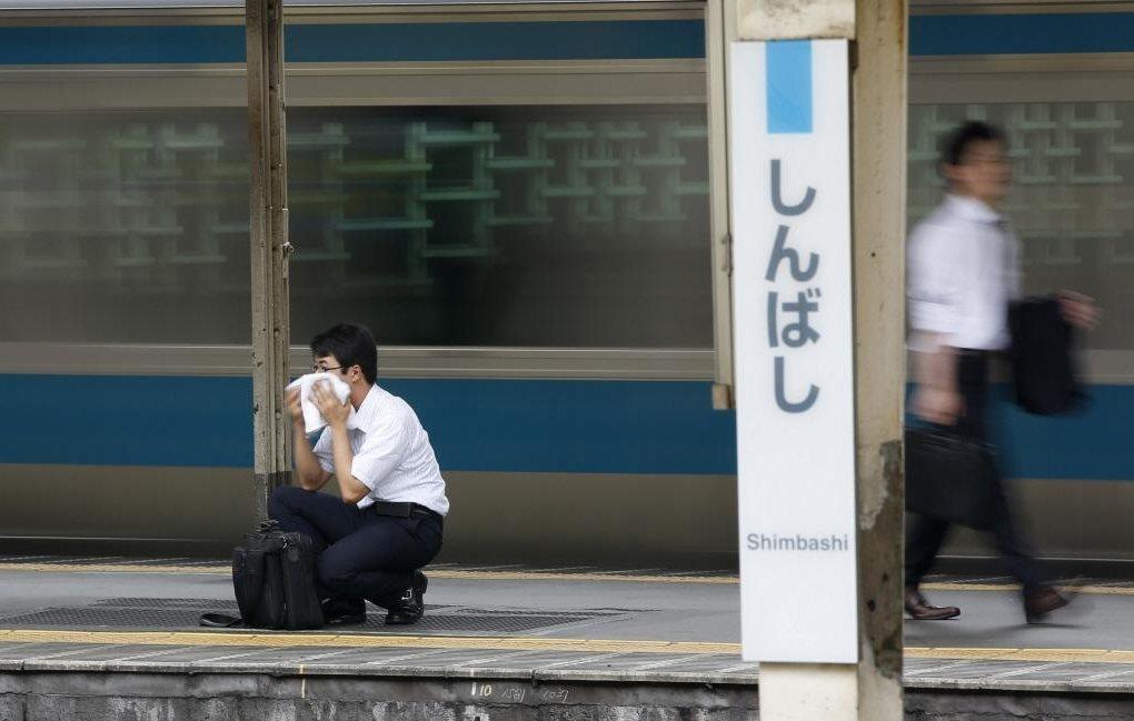 目前日本將每月加班八十小時,作為職災認定時判斷過勞死與否的重要標準之一,被稱為「...