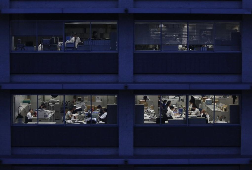 日本的年輕一代不是成為非典型勞工、淪為窮忙一族,就是被鎖死在企業裡,成為不被重視...
