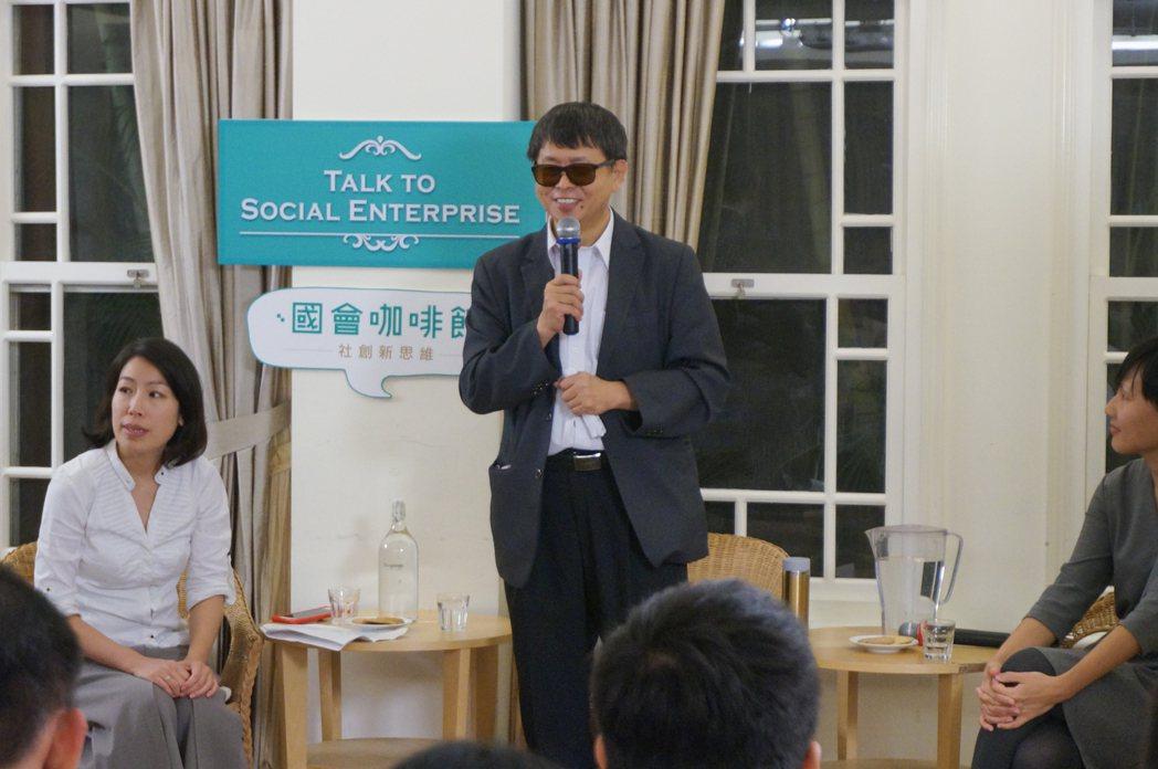 余宛如(左)及吳焜裕(右)都認同歐盟資訊透明公開的作法。 特約記者林儀/攝影