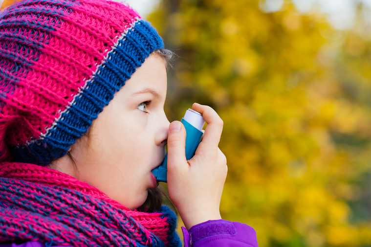 醫師指出,有些孩子不會表現典型的呼吸困難窘迫,而是運動、遊戲、情緒激動時容易咳嗽...