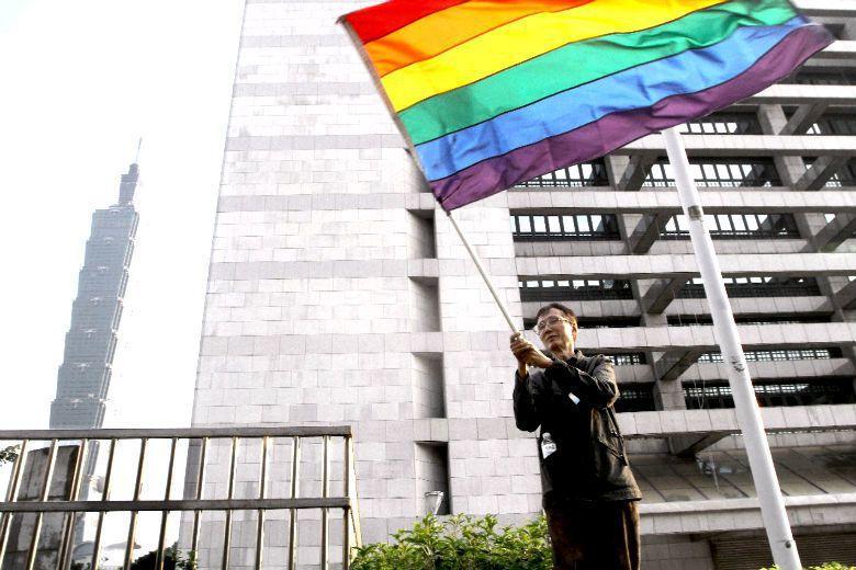 數名跨黨派立委宣布推動修改《民法》第972條,同性婚姻法案將重新啟動。 攝影/記...