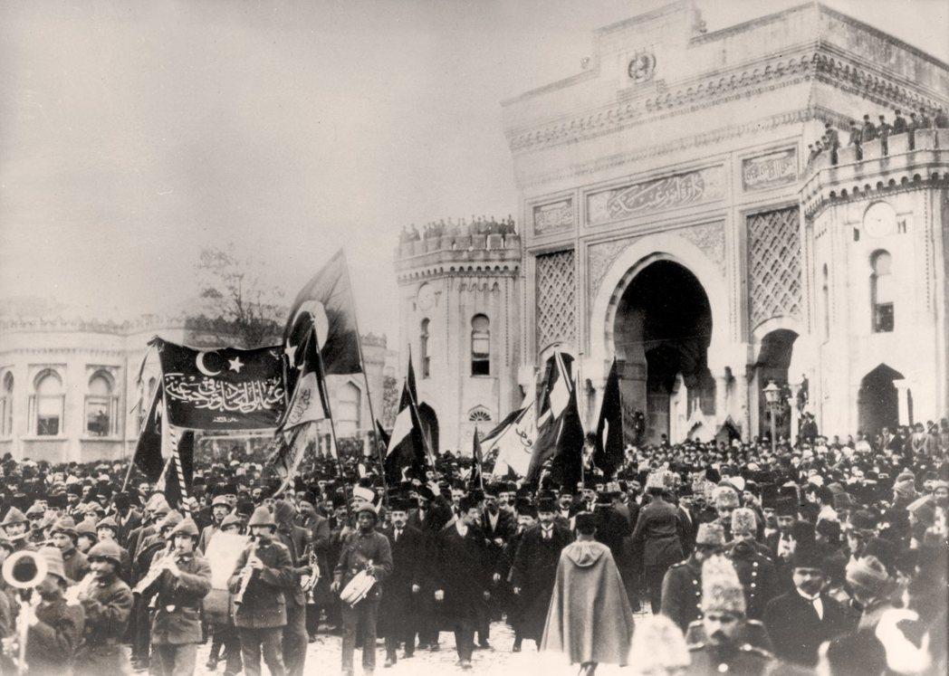當時西方對於穆斯林的聖戰想像是「狂熱」的,無論是柏林、莫斯科、巴黎或是倫敦,各國...