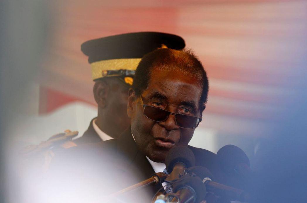 高齡92歲的穆加比不改大砲風格,在聯合國大會上直接砲轟歐美帝國殖民害慘了辛巴威人...