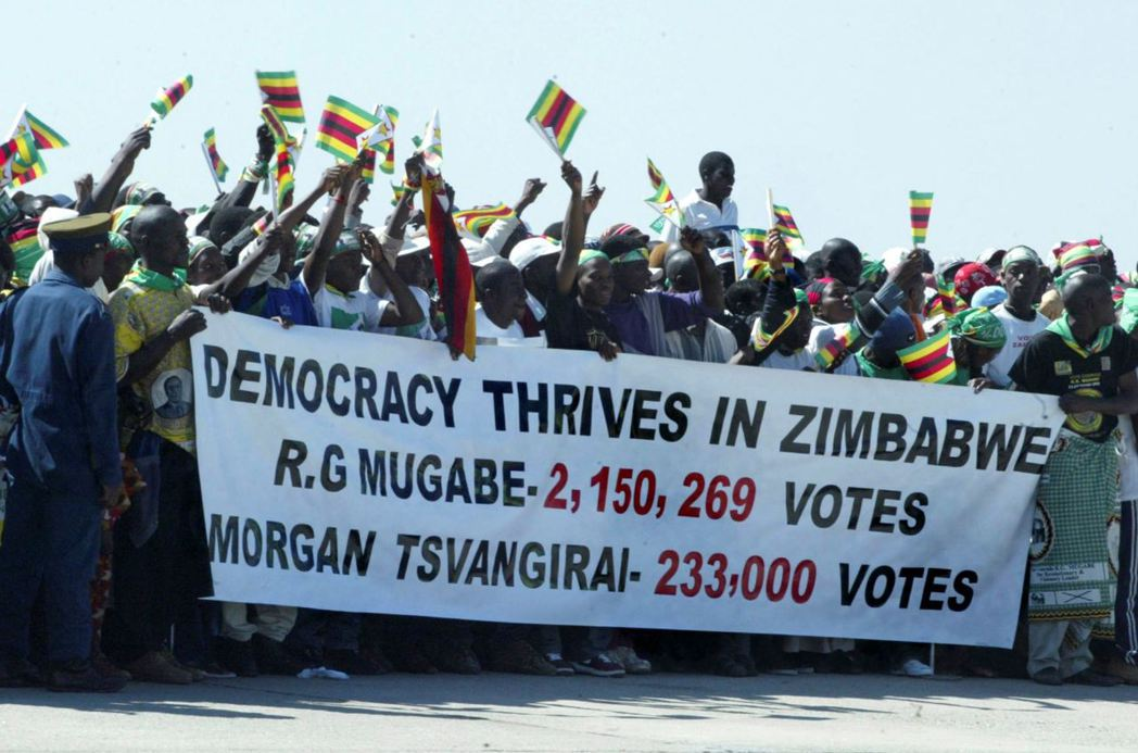 2016年10月,「辛巴威非洲民族聯盟—愛國陣線」(ZANU-PF)的支持群眾聚...