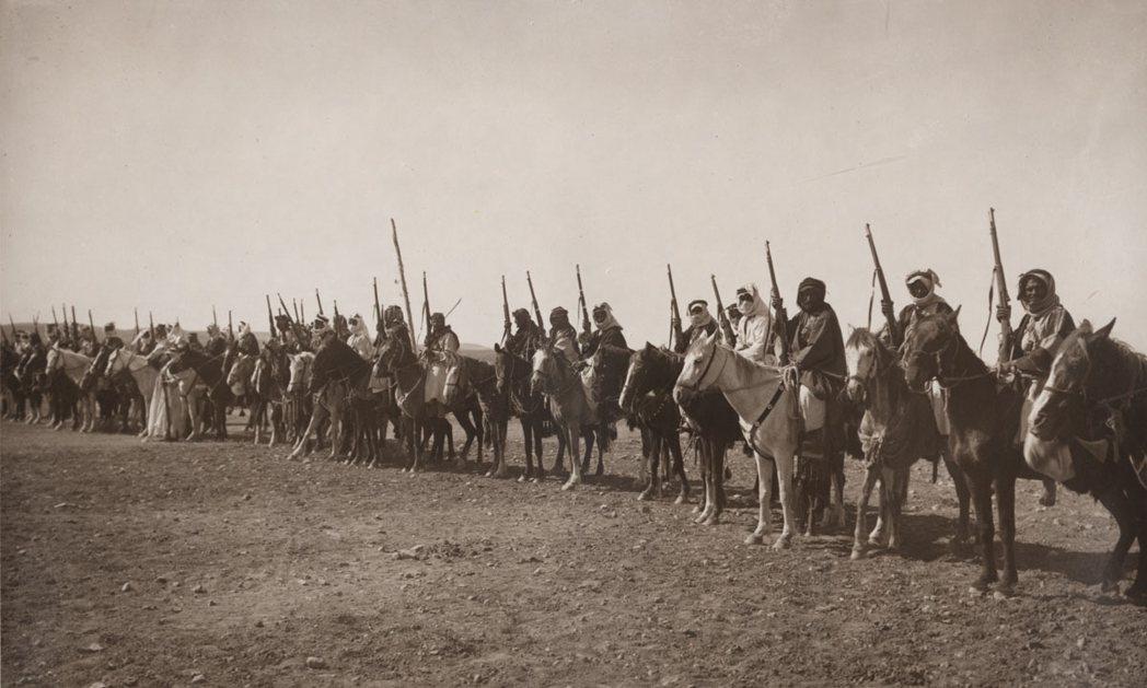 在鄂圖曼帝國核心本土之外的敘利亞、兩河流域與阿拉伯半島等地,一戰的內外局勢,也加...