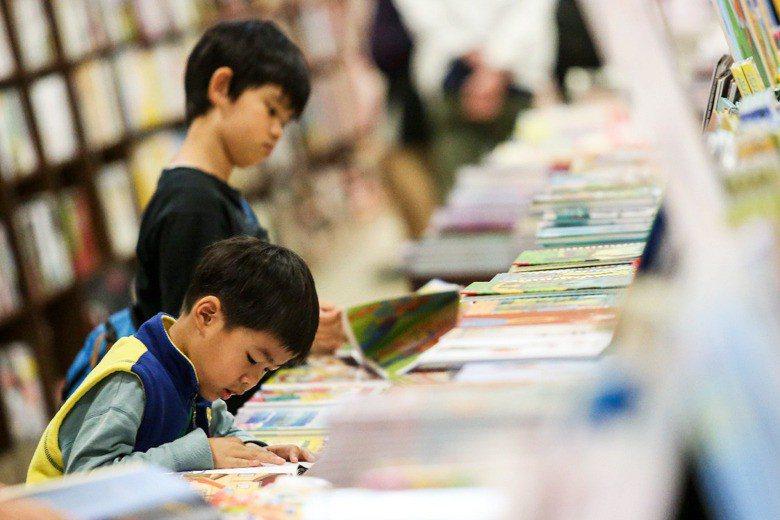 讀者在閱讀的價值鏈中,絕對要放在中心的位置,若沒有閱讀習慣的養成,就不會有需求的產生,供需間的差距會不會因此擴大? 攝影/記者鄭清元
