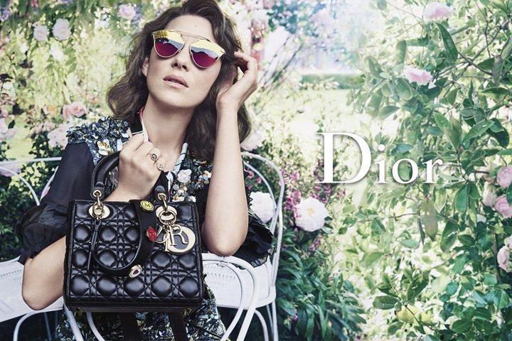 瑪莉詠柯蒂亞為Lady Dior包,拍攝最新廣告宣傳照。圖/摘自justjare...