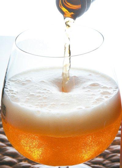 喝酒臉紅 肝內解酒酵素不給力 報系資料照