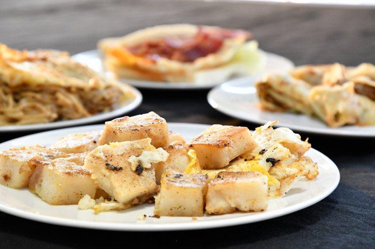 蛋餅、蘿蔔糕是國人常吃的早餐。 圖/台北醫學大學保健營養學系教授陳俊榮提供