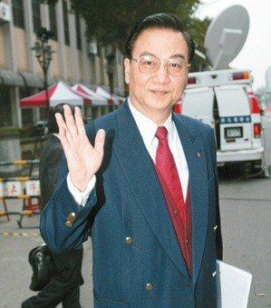 馮滬祥被控性侵菲傭案,馮滬祥對判決不滿日前聲請再審,最高法院認為於法不合,今天駁...