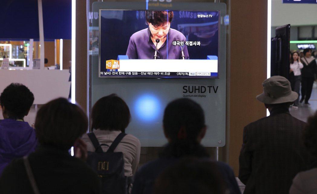 JTBC對於崔順實案的爆炸性獨家,迫使朴槿惠總統公開向國民道歉。 圖/美聯社
