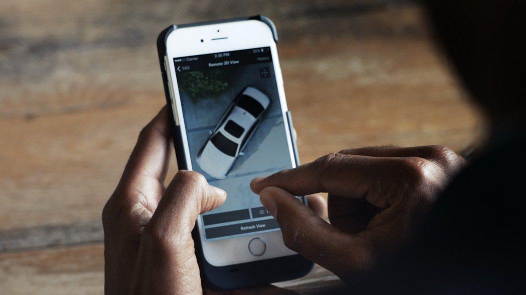 全新BMW 5系列之遠端3D監控功能,讓車主無論何時皆可掌握車輛周遭狀況。 圖/...