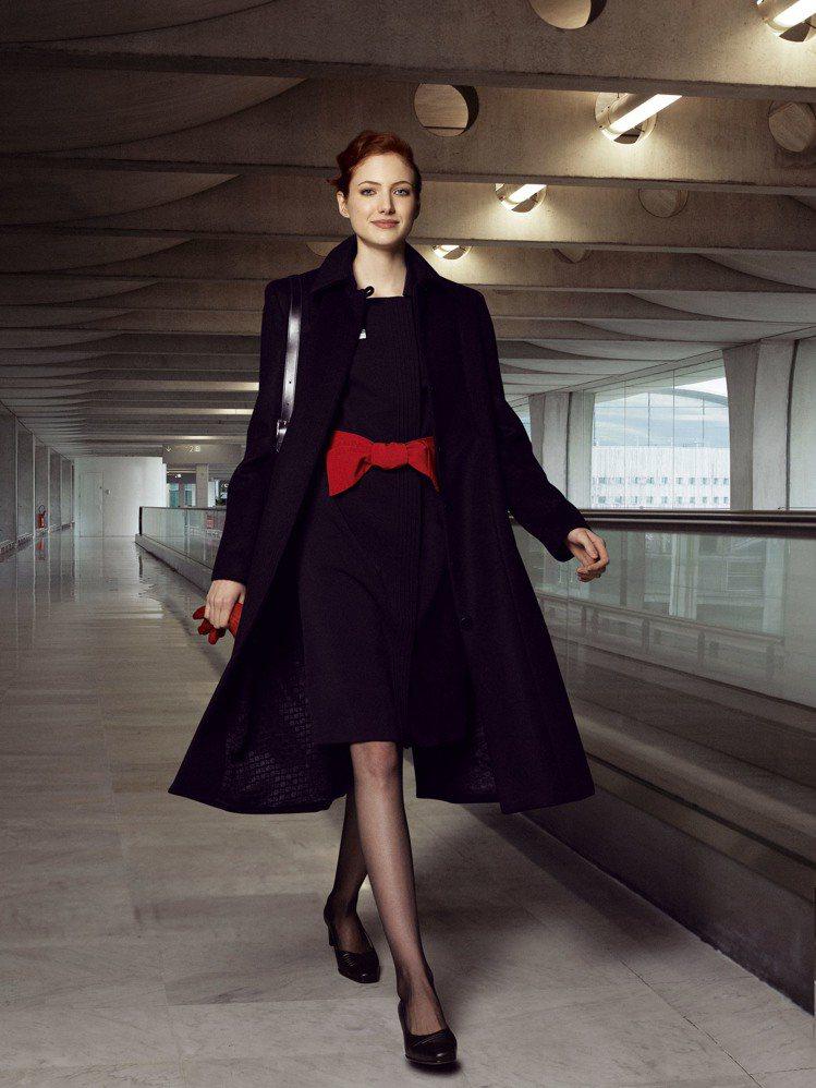 法航空姐的制服是服裝大師Christian Lacroix所設計的,也是網友公認...