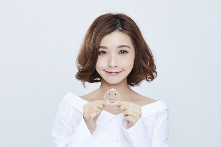 heme推出台灣開架首創的醫療級矽膠Baby Q透明粉撲。圖/heme提供