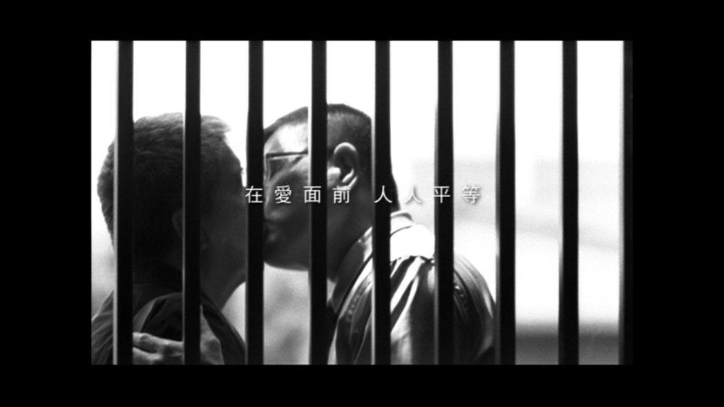 同性伴侶何祥、王天明相守32年,曾攝有伊莎貝爾他他篇廣告。圖/伊莎貝爾提供