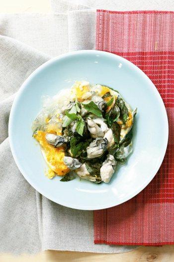 塔香蚵仔煎食材(1人份):新鮮生蚵60公克、雞蛋1顆、九層塔100公克調...
