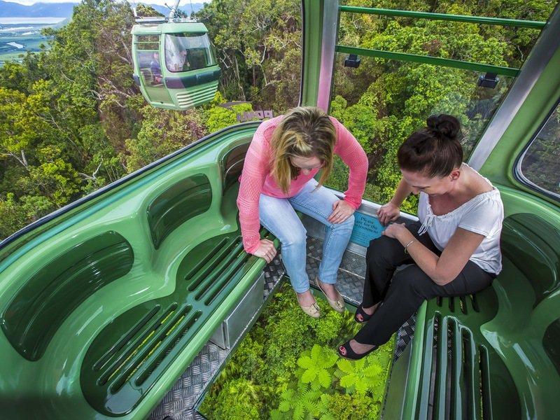 空中雨林纜車有透明地板可選擇。圖/澳洲昆士蘭州旅遊暨活動推廣局提供