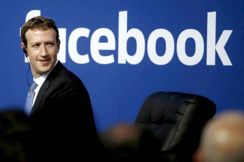 臉書開除趨勢新聞小組,演算法將全面取代人工新聞過濾,新政策對資訊篩選有什麼影響? 圖/路透社
