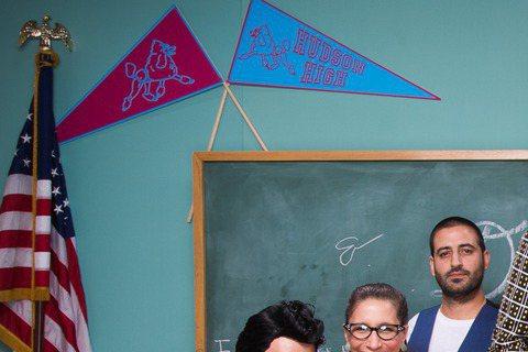 才剛與好萊塢A咖奧蘭多布魯同框的周杰倫夫婦,再度受奧蘭多布魯邀約,參加他女友凱蒂佩芮的生日Party,由於剛好碰到萬聖節,所有人被要求符合主題「70年代復古風」的裝扮入場,現場賓客雲集,奧蘭多還邀請...
