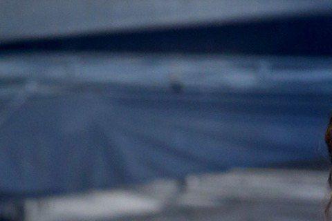 飄逸白紗點綴著蕾絲,許瑋甯又以仙女之姿來到第53屆金鐘獎紅毯,她去年以「16個夏天」獲得金鐘女配角,今年直接跳級,靠電影「紅衣小女孩」角逐金馬獎影后,將與范冰冰、周冬雨、吳可熙等人搶后,被問到有無信...