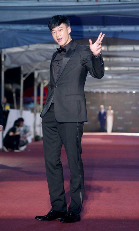 何潤東出席第51屆金鐘獎頒獎典禮,走星光大道紅毯。