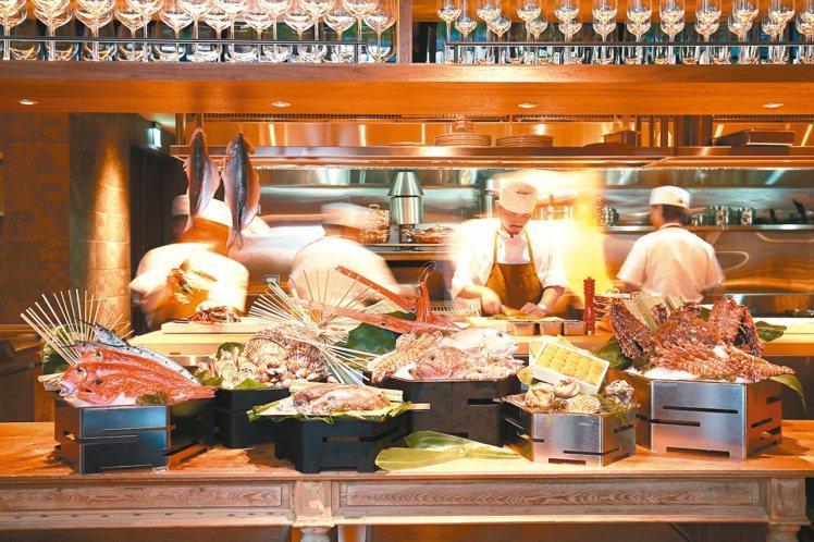 TK SEAFOOD & STEAK主打海鮮與牛排。 圖/華泰提供