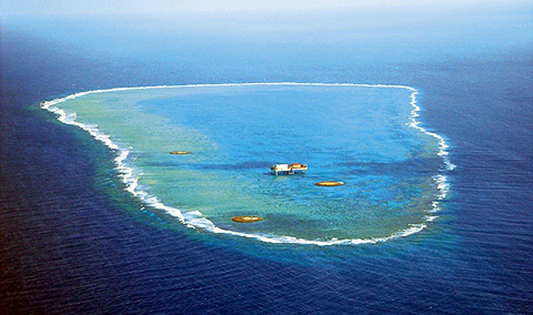 農委會漁業署副署長黃鴻燕表示,不得不承認,現在沖之鳥確實是爭議海域。 本報資料照...