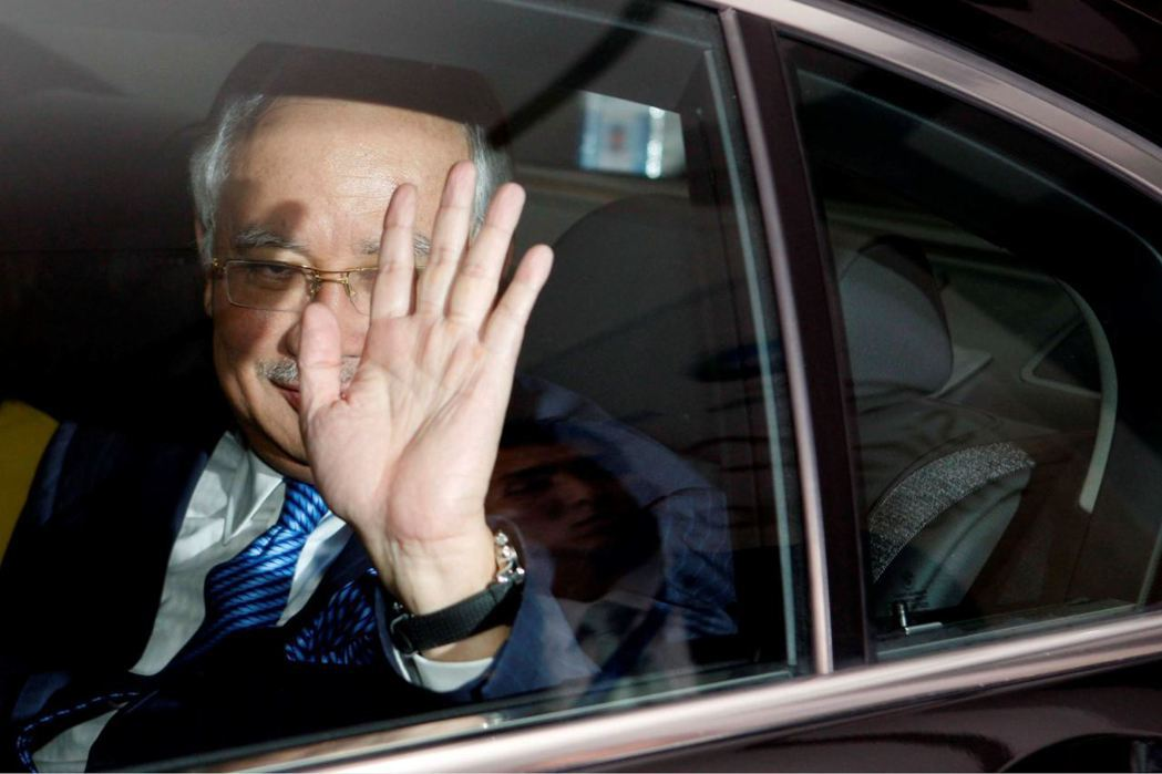 馬來西亞首相納吉(Najib Razak)捲入貪污疑雲,許多政界人士開始紛紛與納...
