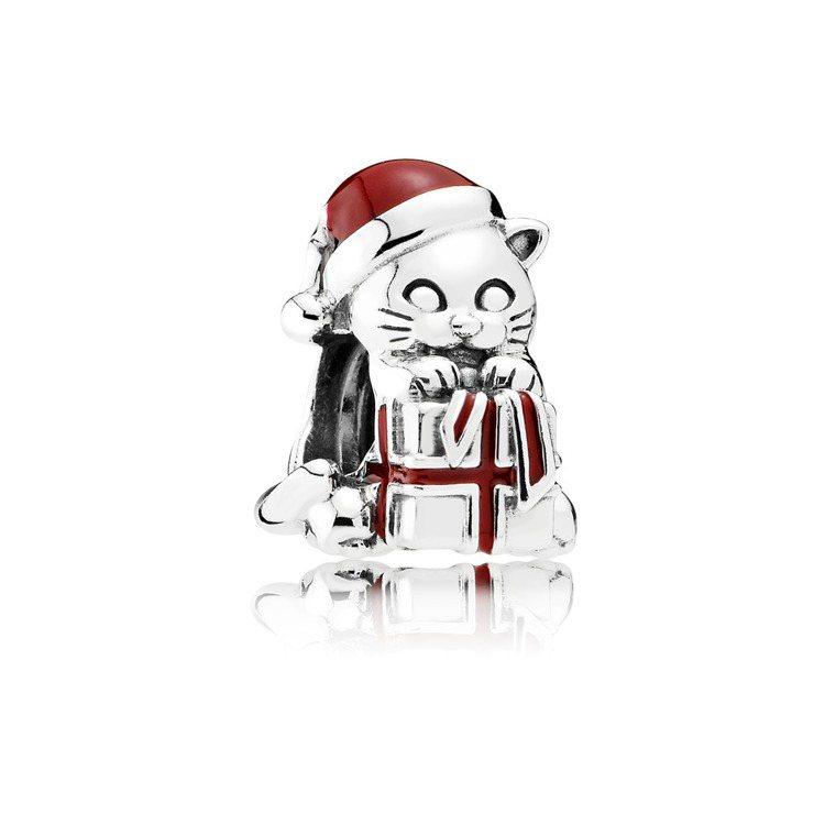 淘氣耶誕小貓925銀串飾,1,780元。圖/PANDORA提供