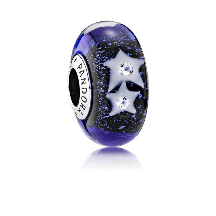 夜空繁星Murano琉璃925銀串飾,2,280元。圖/PANDORA提供