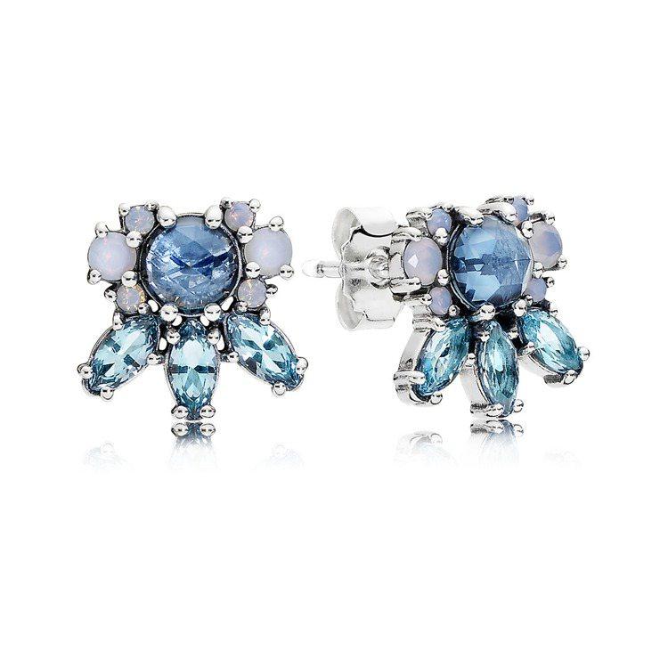 凝霜掠影藍水晶925銀耳環,3,580元。圖/PANDORA提供
